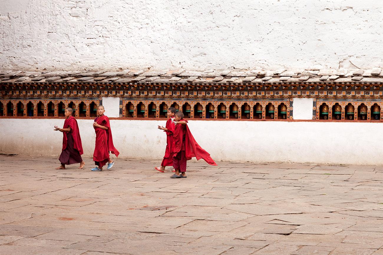 bhutan_paro-monks_1300
