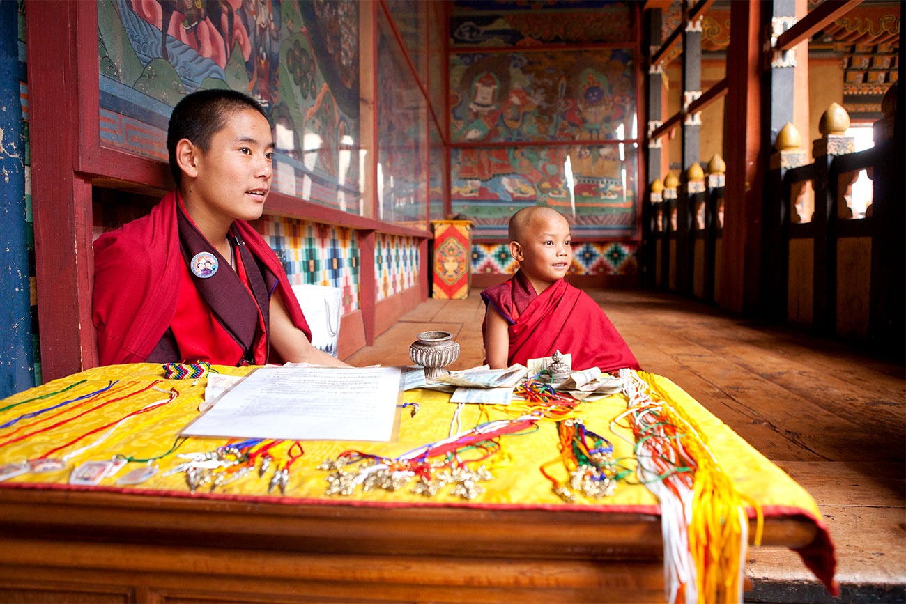 bhutan_paro_twomonks_1300