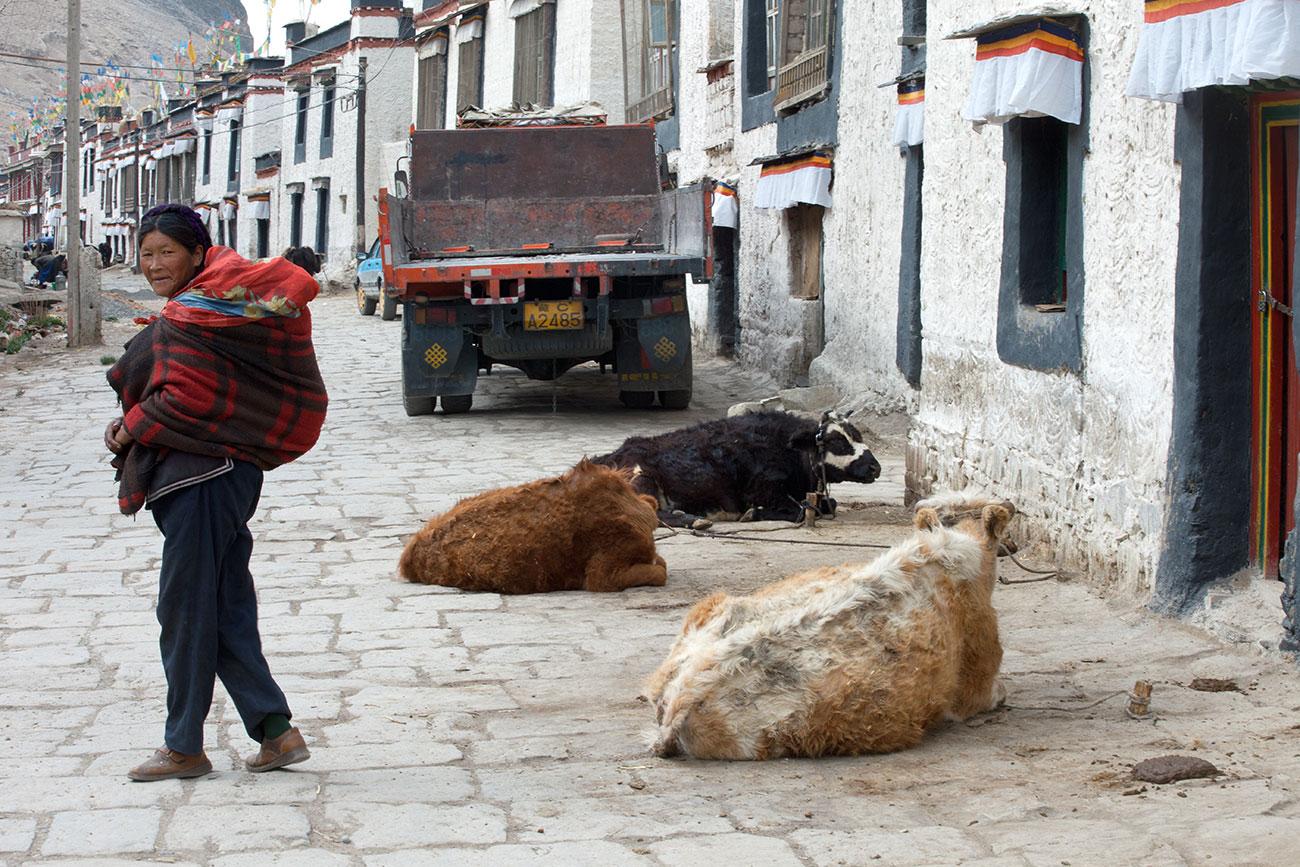 tibet_gyantse_woman_1300